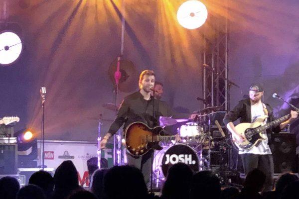 """Josh. & Band mit ihrem Programm """"Eskalation live 2020"""" im Fischauer Thermalbad Blue Monday"""