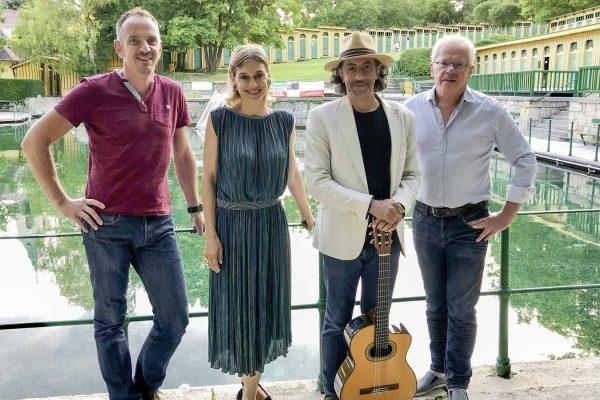 """Mario Berger und Valerie Sajdik mit """"C'est si bon"""" Bluemonday im Fischauer Thermalbad"""